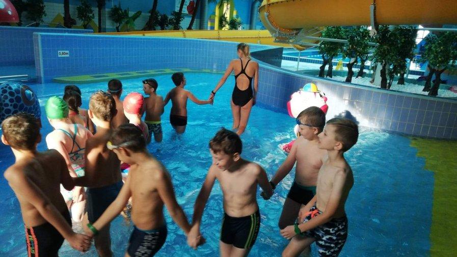 Pierwsza lekcja pływania klasy III