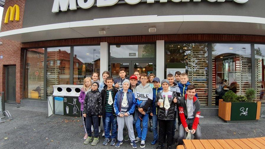 Wyjście klasy VI do McDonalda z okazji Dnia Chłopaka